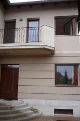 demeny-fa-ajto-ablak-nyilaszaro-csaladi-haz-115