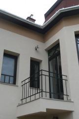 demeny-fa-ajto-ablak-nyilaszaro-csaladi-haz-138