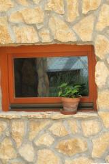demeny-fa-ajto-ablak-nyilaszaro-csaladi-haz-180