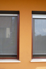 demeny-fa-ajto-ablak-nyilaszaro-csaladi-haz-19
