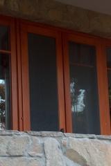 demeny-fa-ajto-ablak-nyilaszaro-csaladi-haz-112