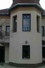 demeny-fa-ajto-ablak-nyilaszaro-csaladi-haz-123