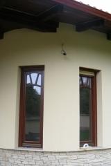 demeny-fa-ajto-ablak-nyilaszaro-csaladi-haz-190