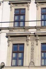 demeny-fa-ajto-ablak-nyilaszaro-csaladi-haz-208