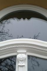 demeny-fa-ajto-ablak-nyilaszaro-csaladi-haz-215