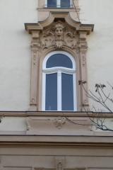 demeny-fa-ajto-ablak-nyilaszaro-csaladi-haz-219