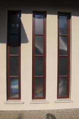 demeny-fa-ajto-ablak-nyilaszaro-csaladi-haz-32