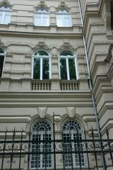 demeny-fa-ajto-ablak-nyilaszaro-csaladi-haz- (4).jpg