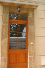 demeny-fa-ajto-ablak-nyilaszaro-csaladi-haz-60