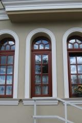 demeny-fa-ajto-ablak-nyilaszaro-csaladi-haz-85