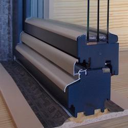 demeny-fa-ajto-ablak-homlokzatinyilaszaro-88mm